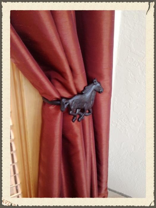 Horse Tie Back.jpg