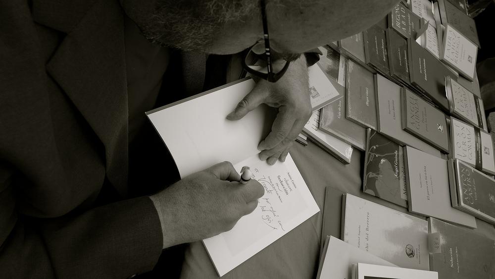 Día del libro 2Antón firma