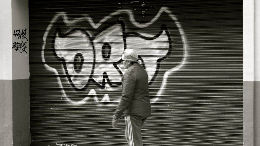 Graffiti chica oro - 1