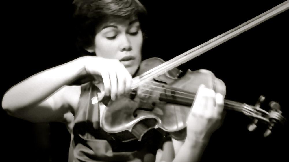 Isabel Villanueva viola