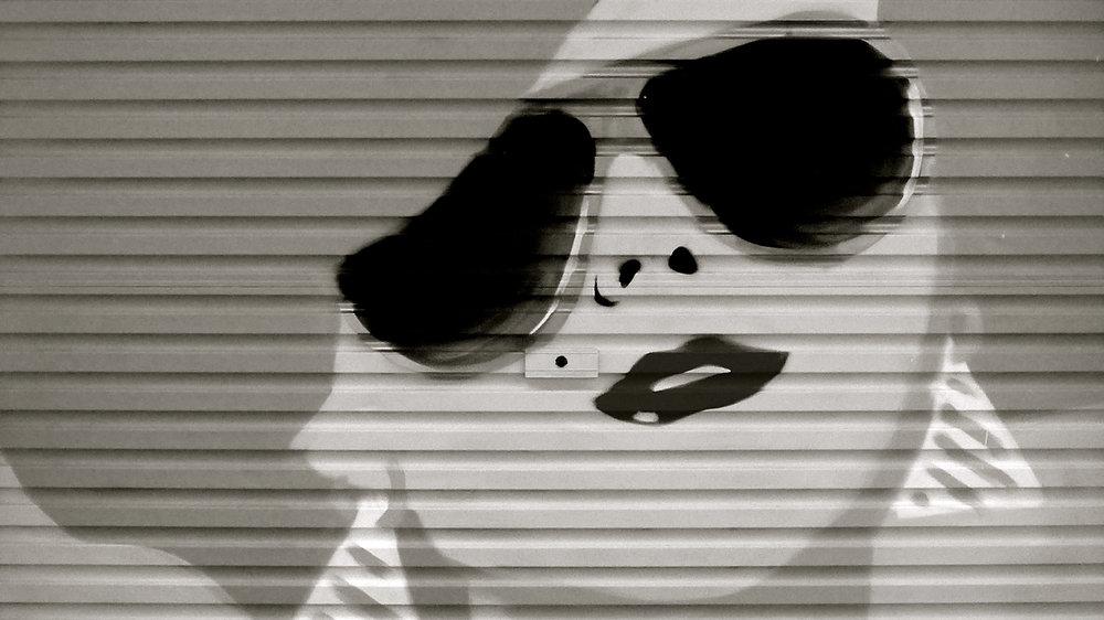 Grafiti chica peca gafas - 8