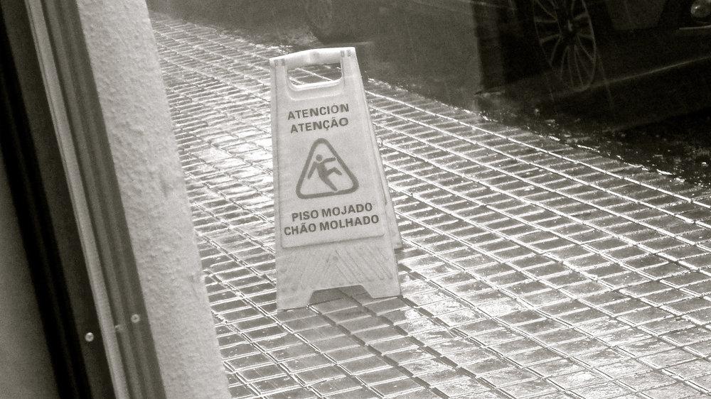 Atención Piso mojado