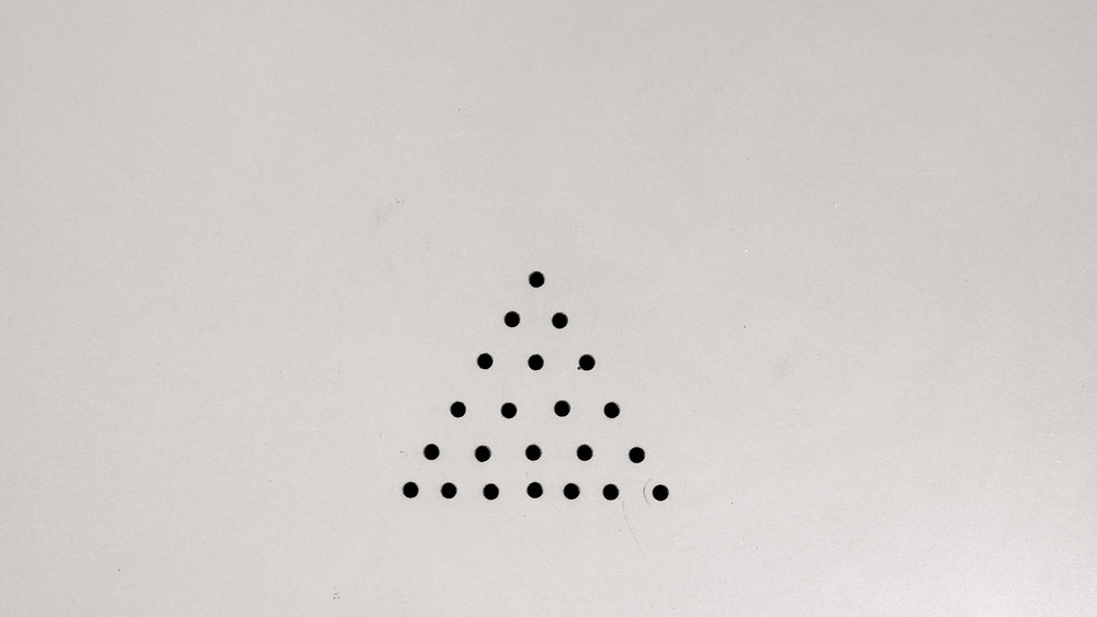 Triángulo a lunares - 1