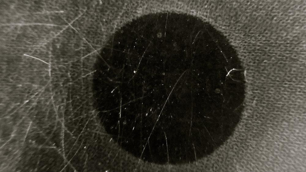 Agujero negro. Detalle de una ilustración de AJUBEL