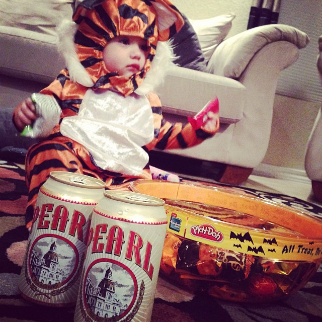 My niece dressed up as #hobbes for Halloween.  In addition to grabbing a respectful haul of candy, she also scored her Uncle and Mom a pair of Pearl beers.  Keep it Classy S.A.  #puropinche