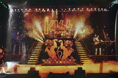 KISS love gun tour