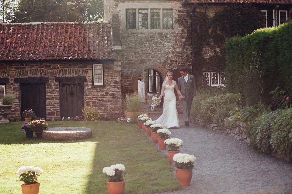 wpid434371-suzanne-neville-devon-garden-wedding-28.jpg