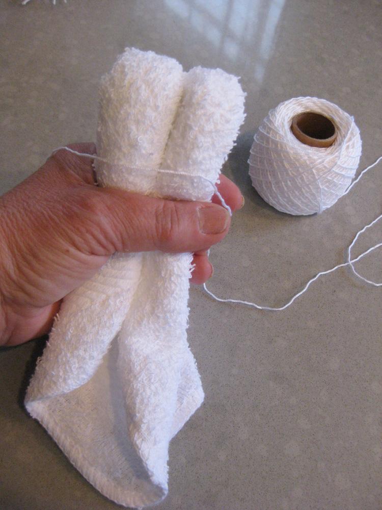 Step 2. Fold the cloth