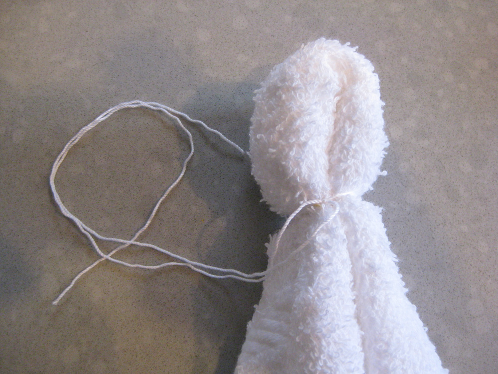Step 3. Tie the cloth