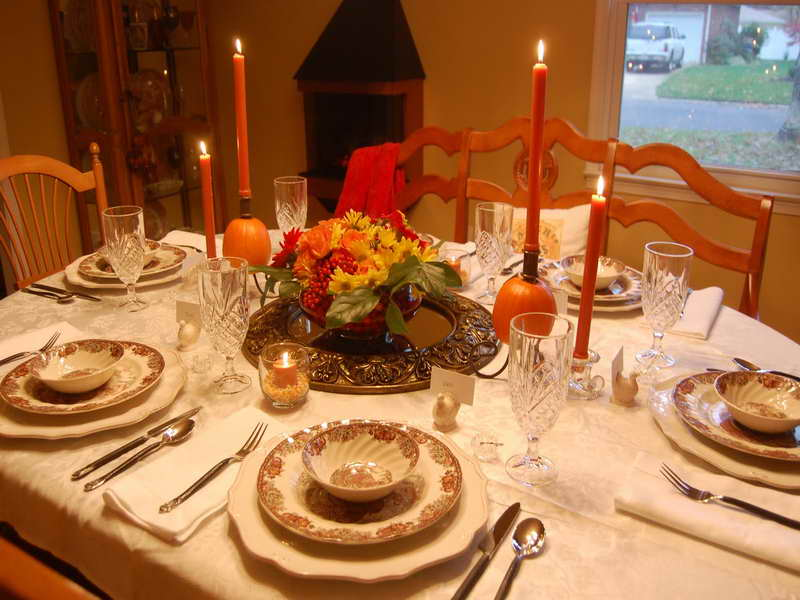 Thanksgiving-Table-Décor-Ideas-with-Candle.jpg