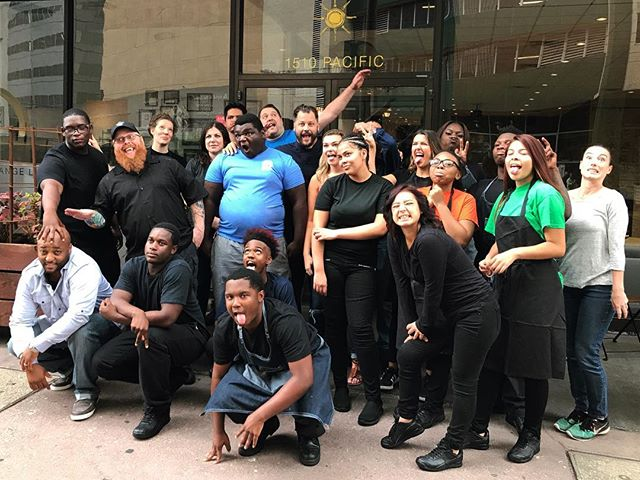 These kids are capable of anything, and @cafemomentum is helping them to see that. In Dallas, #Texas, this #restaurant provides a year-long internship to kids coming out of juvenile detention facilities. To date, they've given another (much-deserved) chance to 469 kids by providing a job, a community, a safe space, and resources. And their food? It rivals the best of #Dallas. #opportunity #empowerment #recidivism #cafemomentum #jobs #changelives #socent #nonprofit