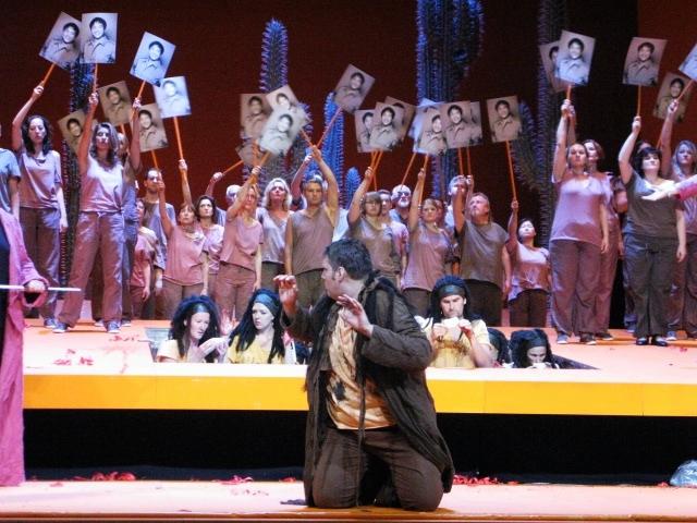 """""""Aida"""" Amonasro: Oleksandre Pushniak, Chor der Gefangenen, Volk"""