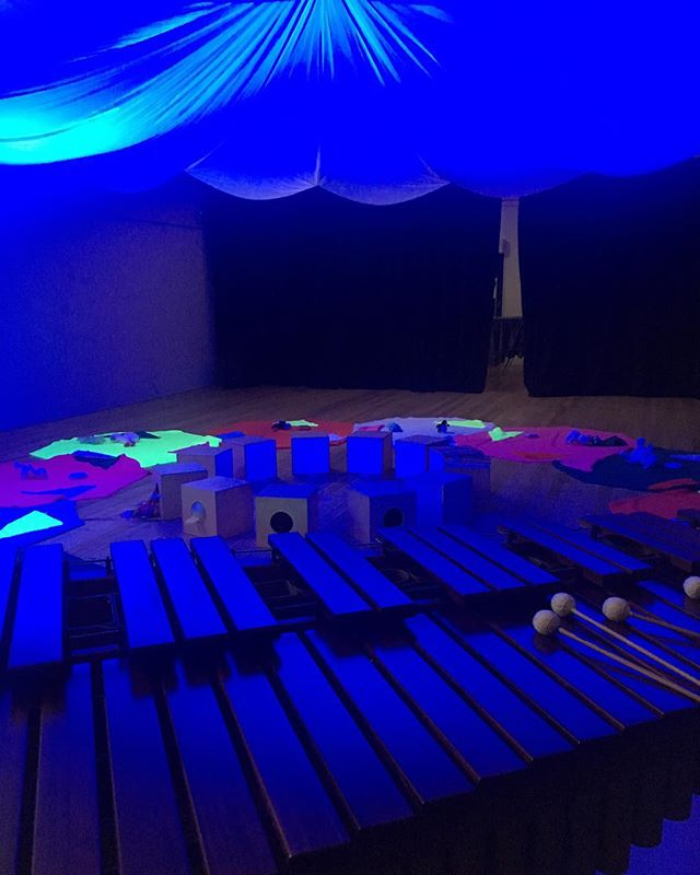 I'm fortunate to be working with @humanrooms on 'Oompah!' at @artplaykids for BABIES up to 14 months.  Starts tomorrow (Weds) until Friday (and again in Nov). Bookings essential - link in bio. #babies #blue #marimba #artplay