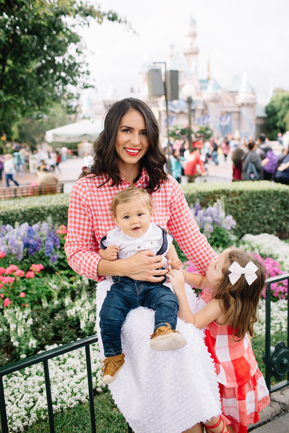 family photos at disneyland