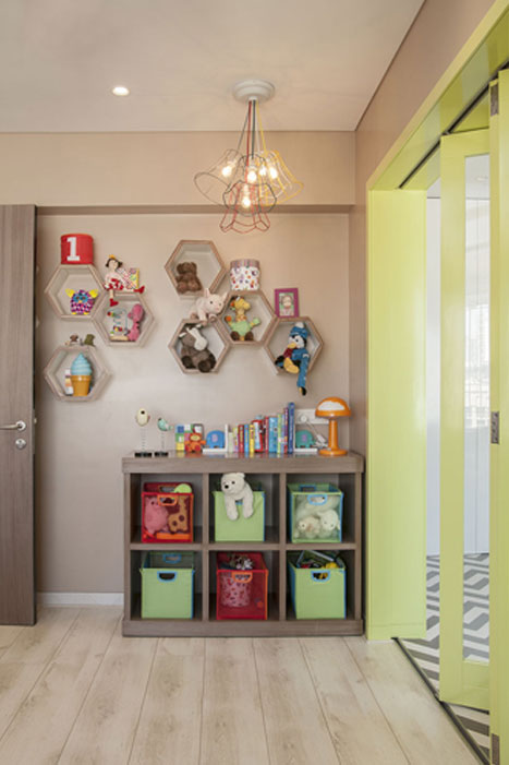 PLAYROOM TOYS WALL