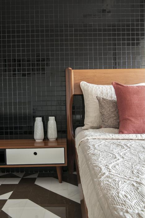BED SIDE DETAIL