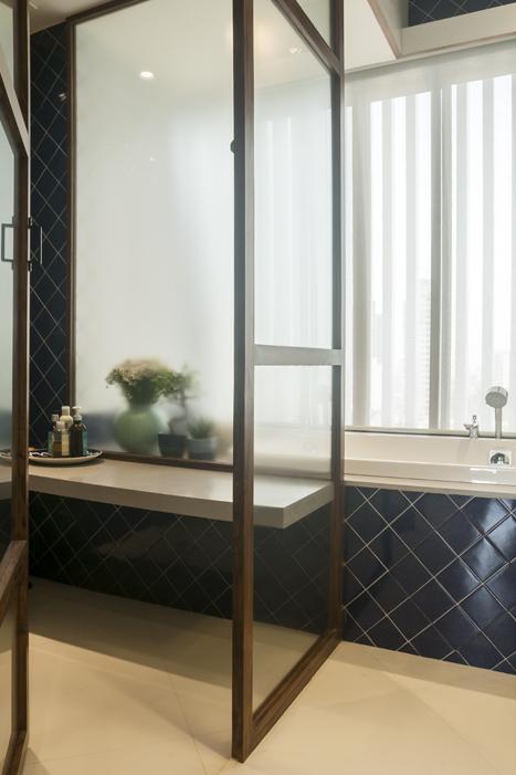 SHOWER AND BATH TUB DETAIL