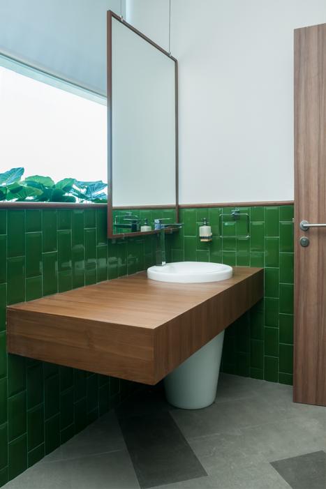 IM_V18_Powder-Bathroom.png