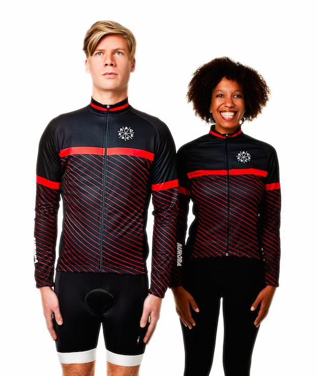 Flo is wearing the RAD RACE Winter Jersey + Bib Shorts Bundle on the left side. On the right side Ina just wears the winter jersey and regular black cycling pants.