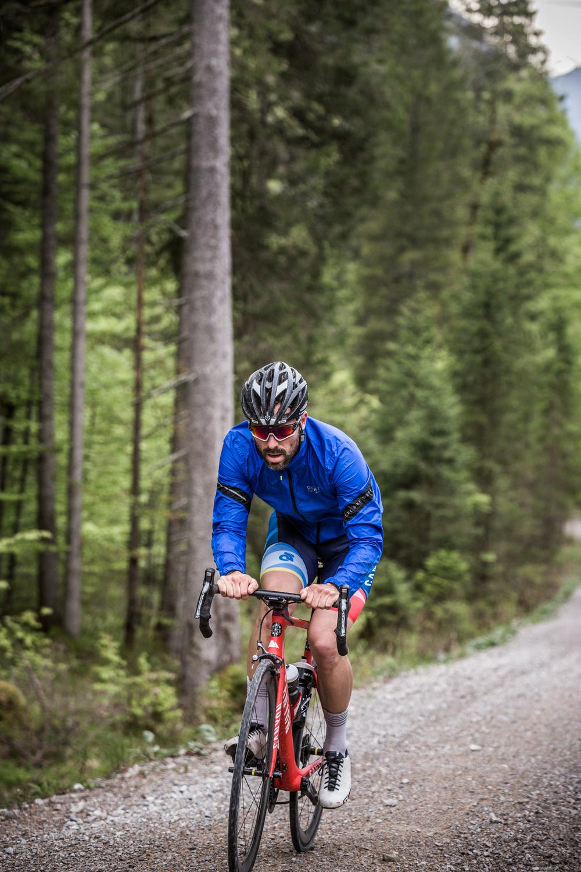 immer mal wieder längere schotter-passagen. Aber trotzdem geeignet für alle bikes.