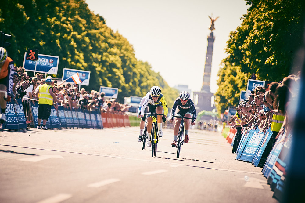 THE EVENT: - This is - like the original event in Berlin - a fixed gear only race on 42 kilometers of closed down streets. The event will be part of one of Europe's most famous road bike races: The EuroEyes Cyclassics on 25.08.2019 in Hamburg.