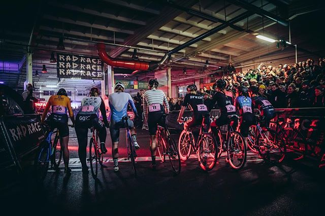 An indoor arena packed with more than 1.000 visitors all watching #radrace #lastmanstanding #lastwomanstanding This is what we consider a bike race. This is what cycling deserves. Lovin' this sport. .. ... Use the link in bio to sign up for the start of the european #fixedgear season. The men's race is long sold out. Spots left for the #lastwomanstanding ! Visitors can just swing by from 5-12pm and then of course for the #aftershowparty!!! . .. ... #Marzahn #eliminationrace #kolektifberlin #kolektifbikefair #fixedrace #fixed #trackbike #savethetrackbike #fixedcrit #fixedgearcrit #fxd #cycling #dropbarsnotbombs #lifebehindbars @kolektif.bike.fair #stopracismstartraceism  Shot by @bengtstillerphotography @pvlvs @chiara_redaschi