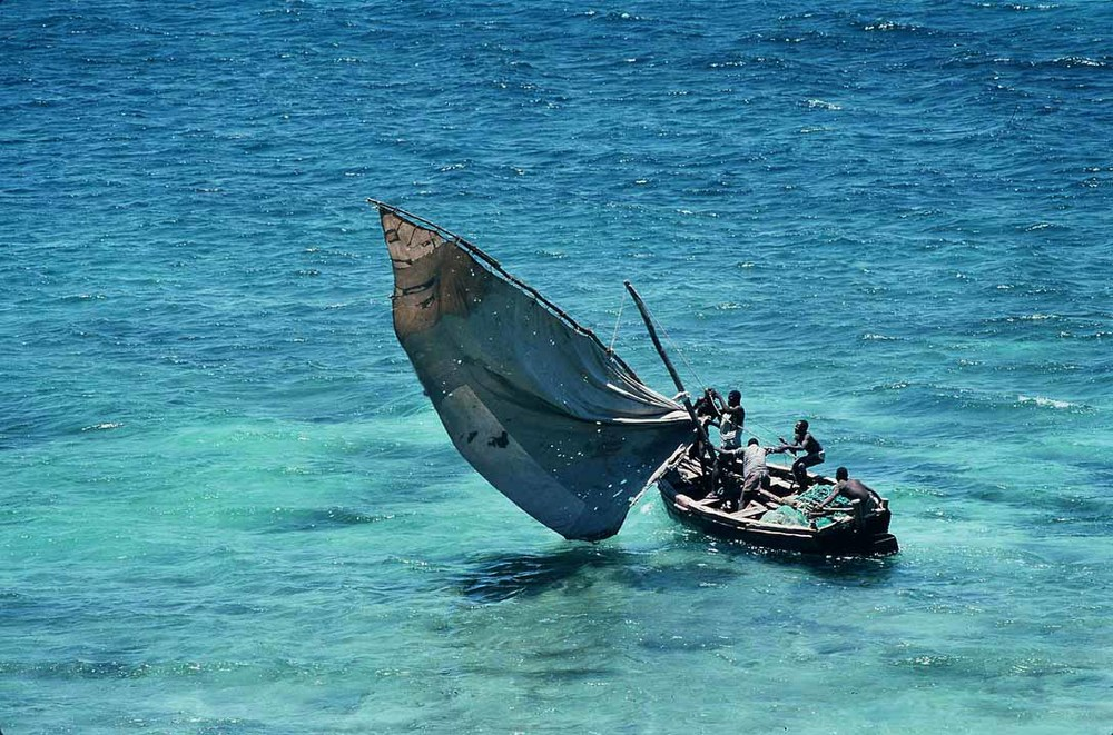 Mozambique_-_traditional_sailboat.jpg