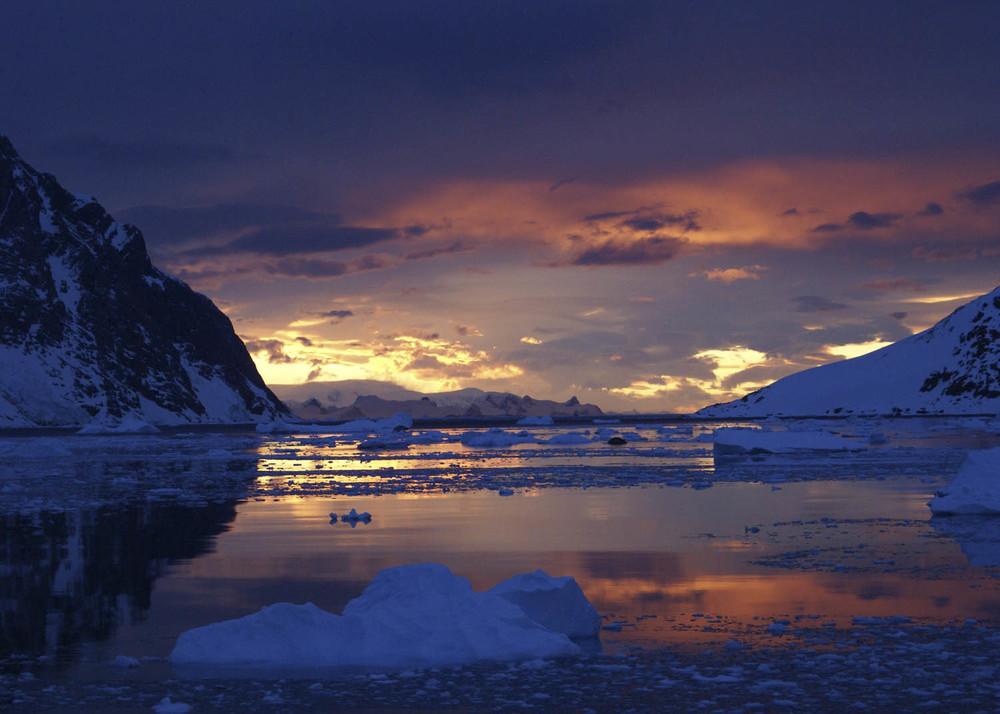 Antártida POSTA SOL VERMELL.jpg