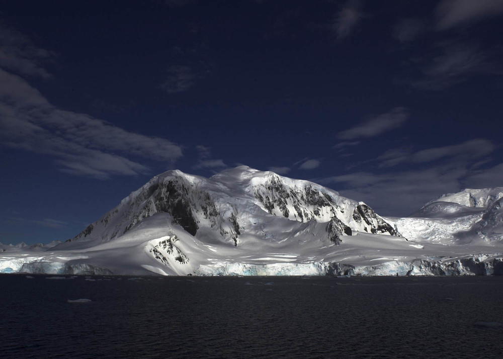Antártida montaña.jpg