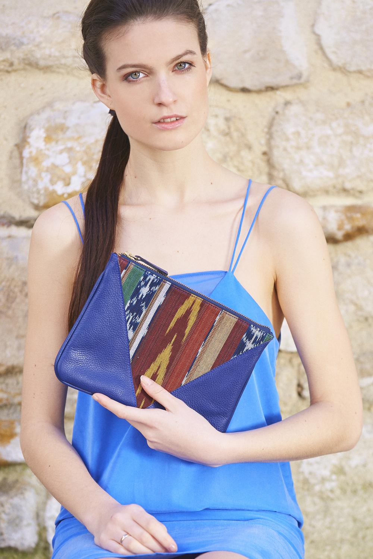 Pochette V Bleu