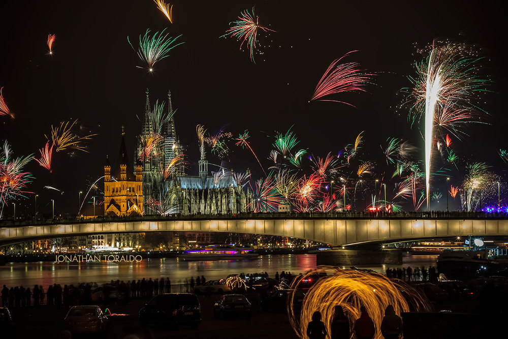 landscape-city-cologne-dome-fireworks-new year.jpg