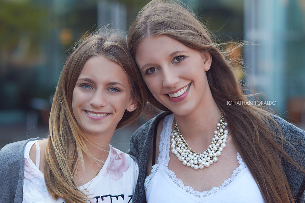 portrait-girls-candid-cologne-street.jpg