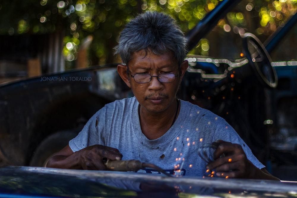 portrait-environmental-man-work-car.jpg