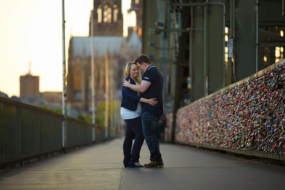 couple-love-engagement-cologne-locks-bridge.jpg