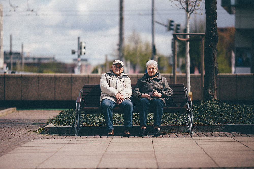 margrit+heinz-grandma-grandpa-couple-sit-bench.jpg