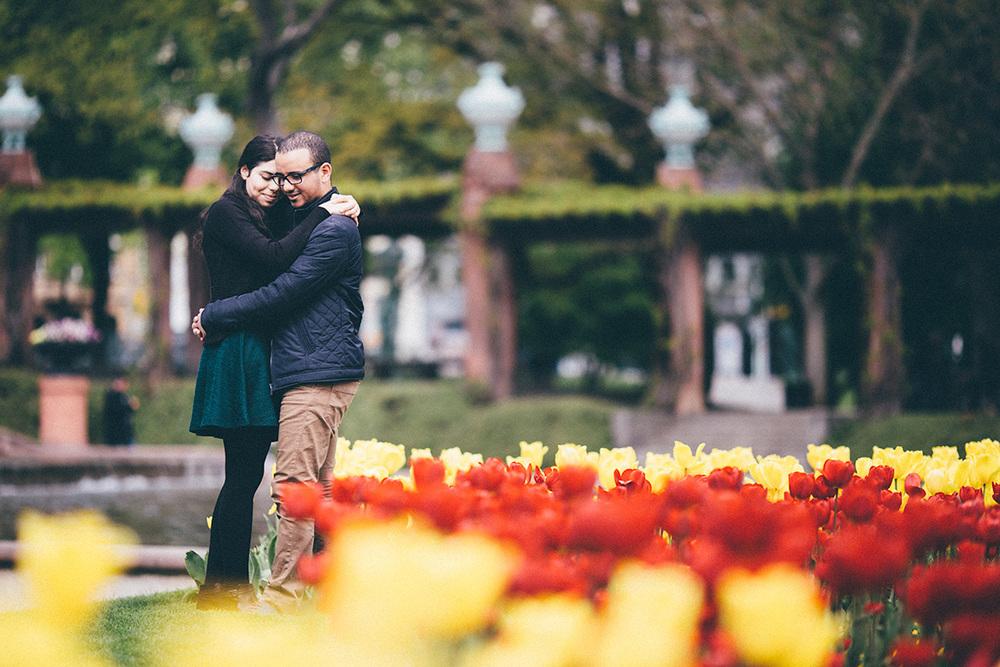 selmen-haifa-couple-portrait-tulips-park-mannheim.jpg