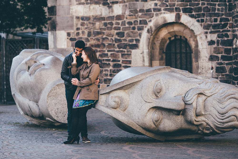 Deniz+Deniz-couple-portrait-laugh-bonn-city-granite-heads.jpg