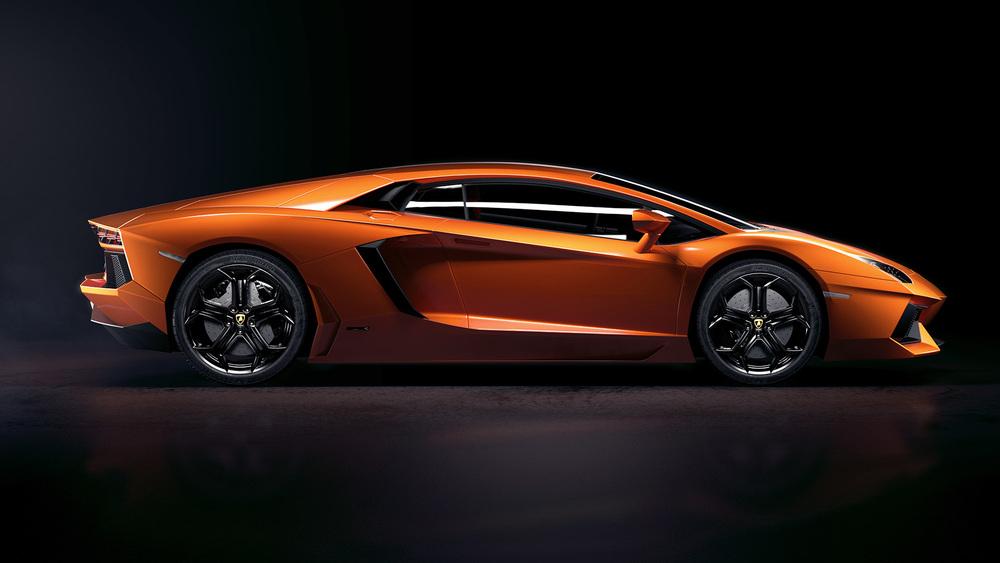 Lamborghini_side_01_w3_lowREZ.jpg