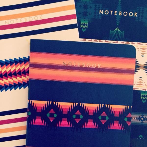 Gårdagens bästa inköp, nya anteckningsböcker. Frågan är vilken av dom som ska få bli årets träningsdagbok?