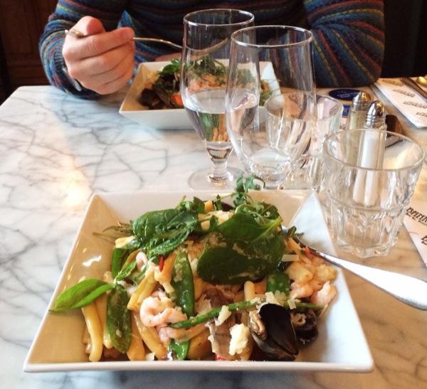 Lördagslunch på Banken, en restaurang man inte får missa om man har vägarna förbi Falun.