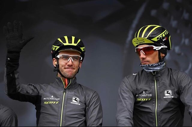 When you tell the fans how many times you've started Paris-Nice before ✋🏽😂 Keeping warm before the start with @r_kreuziger 🌧🌧🌧