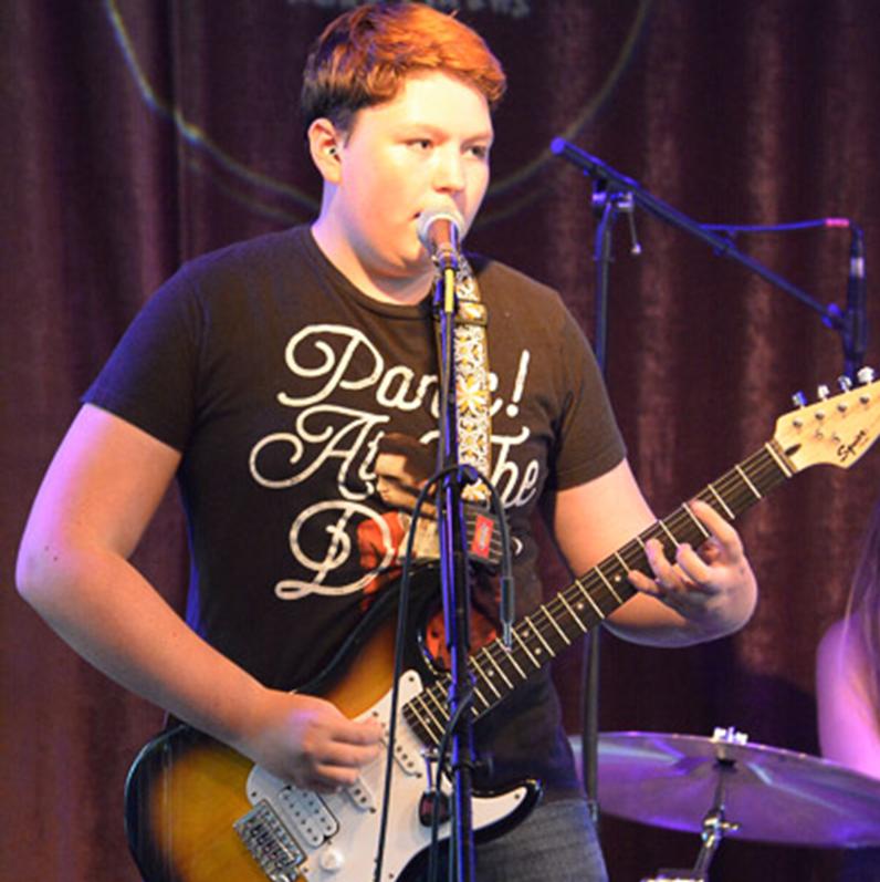 Vinny (guitar) - SMALL.png