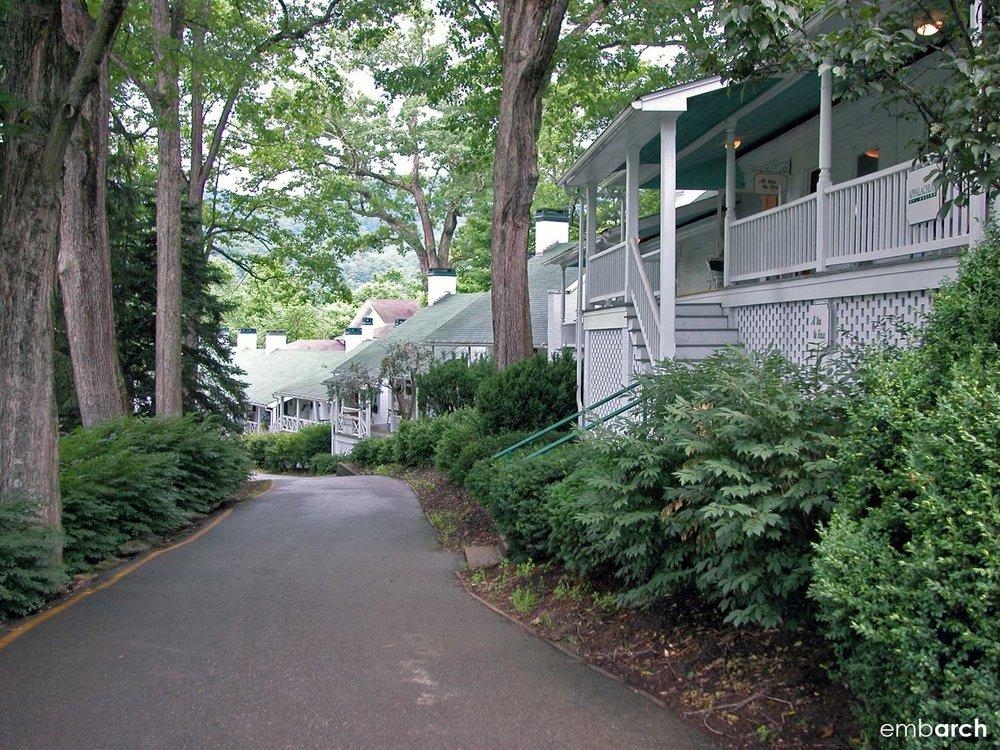 Greenbrier - street edge
