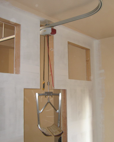 COMPLEX CEILING MOUNT: Needing to pass from room to room, standard construction techniques and a ceiling mounted rail accomplish a direct path for the worker using the patented BodyScoop™.