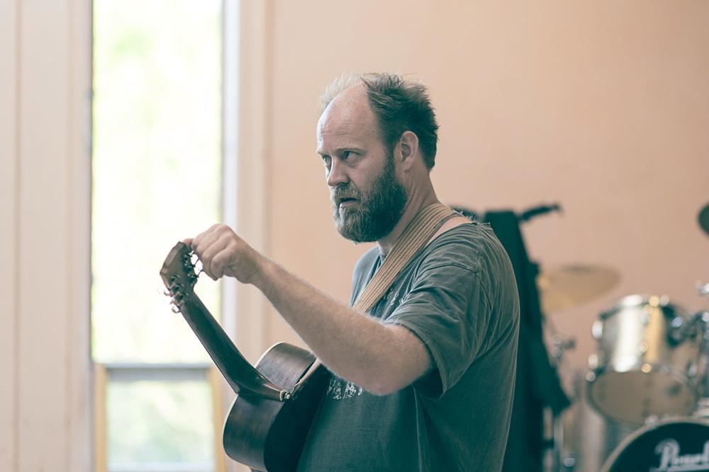 Jørgen med gitar