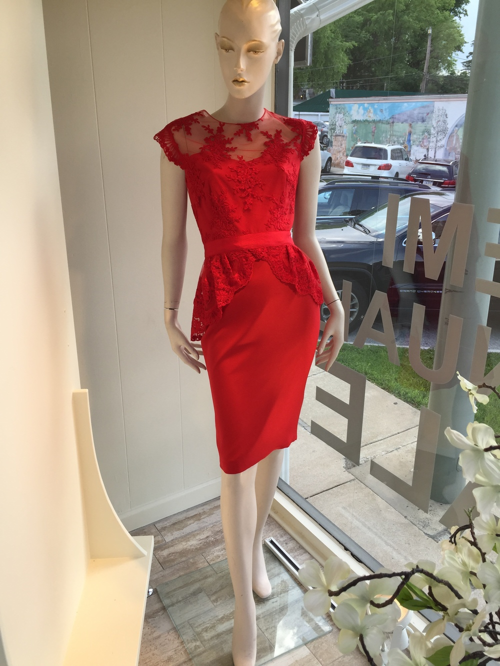 This lace and silk crepe peplum dress from Monique Lhuillier is classic and always beautiful!