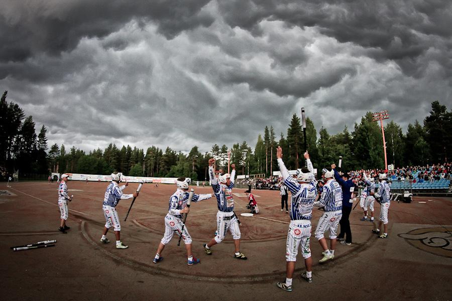 Rankka ukkoskuuro keskeytti Joman ja Vimpelin Vedon kamppailun. © Joona-Pekka Hirvonen