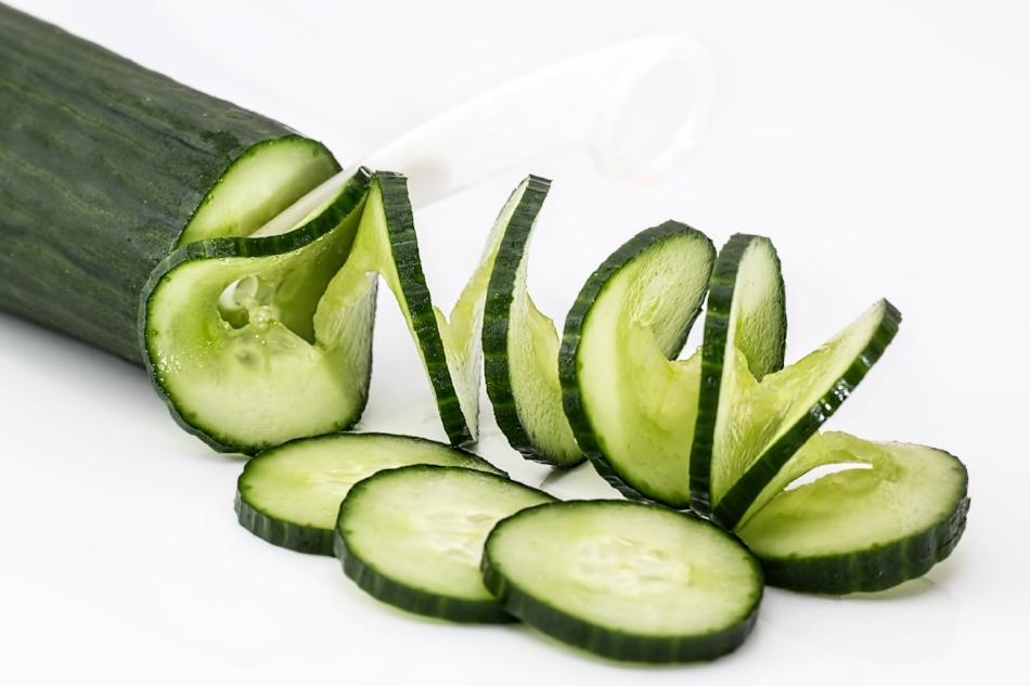 SWAMP WATER - 1/2 Pineapple1/2 Honeydew5 Stalk of Celery2 Cucumbers7 Sprigs of Mint