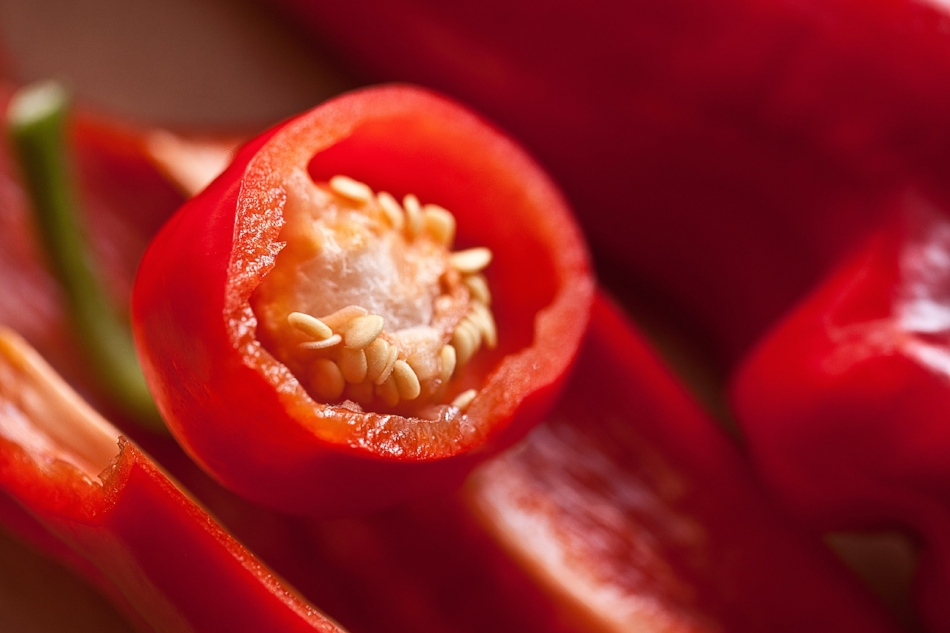 PEPPER POWER - 6 Carrots2 Tomatoes1 Red Bell Pepper1/2 Jalapeno Pepper1 small bunch of Parsley