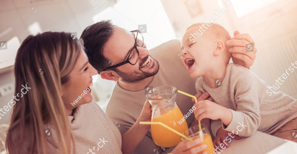 family-making-juice-in-their-kitchen-people-love-family-food-and-drink-concept-1070210969.jpg